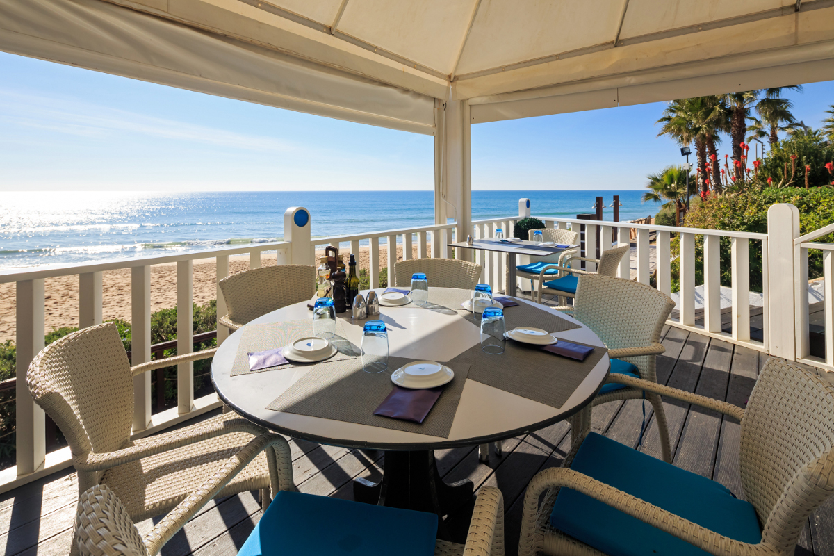 sandbanks restaurant vale do lobo beach view